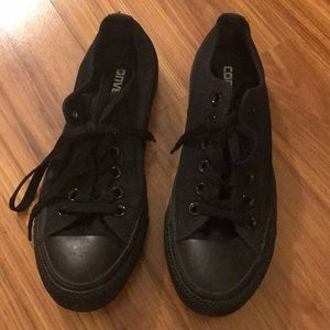 All black converse low tops, only worn once!